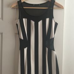 Forever 21 black and white dress. Good condition Forever 21 dress, with no tags because I cut them off. Forever 21 Dresses Mini