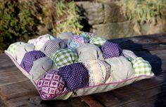 machwerk: Manipulating Fabric: Ein Biscuit-Kissen