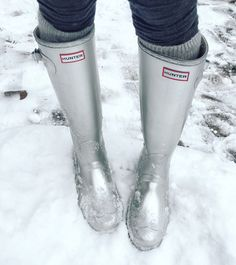 Such a great article About what shoes not to wear in the snow/and winter. Common sense is not so common.