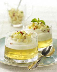 Das Rezept für Apfelgelee mit Vanille-Mascarpone-Creme und Apfel-Tatar und weitere kostenlose Rezepte auf LECKER.de
