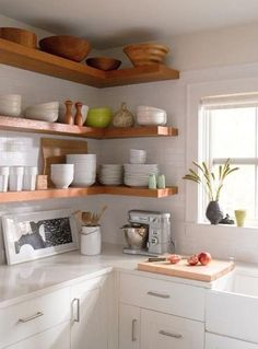 light and neutral colors for kitchen decor and home staging