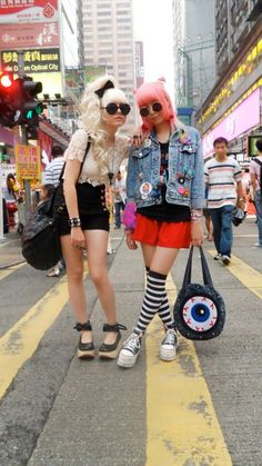 So much attitude! XD love the outfit on the left! Japanese Street Fashion, Tokyo Fashion, Harajuku Fashion, Kawaii Fashion, Lolita Fashion, Harajuku Style, Quirky Fashion, Cute Fashion, Girl Fashion