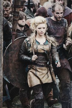 Lagertha (Katheryn Winnick) from Vikings TV Series Viking Warrior, Viking Woman, Viking Queen, Viking Shield, Woman Warrior, Warrior Queen, Katheryn Winnick, Larp, Costume Viking