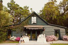 Magnolia Plantation Carriage House:http://julietelizabethblog.com/ashton-jared-magnolia-plantation-carriage-house-wedding/