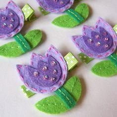Purple Tulip Felt Hair Clip - A super cute felt flower clippie - Lavender… Felt Hair Clips, Bow Hair Clips, Hair Bows, Felt Diy, Felt Crafts, Diy Crafts, Barrettes, Felt Decorations, Diy Hair Accessories