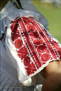 slovak folk embroidery | messages from the permian - fyeaheasterneurope: dokudoki: Female ...