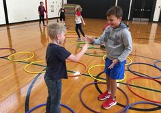 Hoop Hop Showdown - Rock Paper Scissors Hula Hoop Activity As PE teachers, one of our main goals is to keep kids as active as possible throughout class. Kids want to be challenged and love a good competition. Gym Games For Kids, Pe Games, Class Games, Exercise For Kids, Physical Education Activities, Pe Activities, Team Building Activities, Health Education, Team Building Exercises