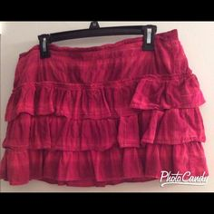 ✨Aeropostale Ruffled Mini✨ Super cute ruffled mini! Size XL, but the band is elastic so it could comfortably fit a larger 10-14. Pink hues with gold metallic thread woven in. In good condition with no noticed blemishes or tears. Aeropostale Skirts Mini