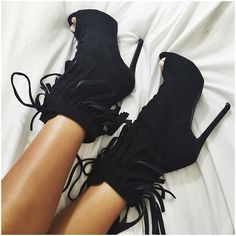 If I'm not in trainers I'm in heels. Shoes from Pretty Shoes, Beautiful Shoes, Cute Shoes, Me Too Shoes, Heeled Boots, Bootie Boots, Shoe Boots, Shoes Heels, Dream Shoes