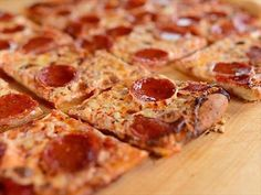 Ree's Easy Homemade Pizza : Ree makes a 'hot out of the oven' pizza using fresh natural ingredients. via Food Network.