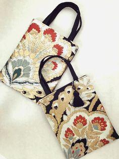 リユース帯で作ったサブバックです。フォーマルにもカジュアルにも持てる小ぶりなサブバックです。和の習い事、お着物や浴衣、結婚式のパーティー、カジュアルにGパンに合わせたり、オフィスでサブバックとして使ったり...幅広く様々なシーンにお使い頂けます。おしゃれ... Kimono Fabric, Fabric Bags, Japan Bag, Ethnic Bag, Traditional Kimono, Kimono Fashion, Handmade Bags, Mini Bag, Fabric Crafts