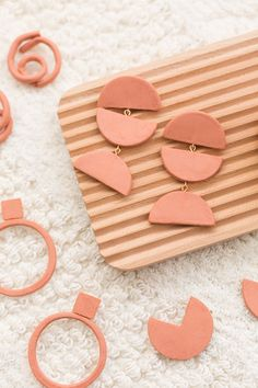 Most up-to-date Pic air dry Clay earrings Thoughts DIY Terracotta Air Dry Clay Earrings – Four Ways Diy Clay Earrings, Polymer Clay Jewelry, Diy Big Earrings, Clay Projects, Clay Crafts, Diy Air Dry Clay, Pottery Courses, Pottery Store, Clay Bowl