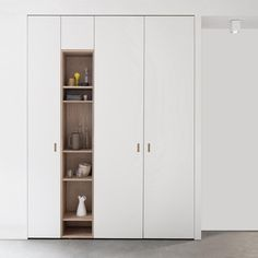 Houtmerk - Massief houten Pax deur - Maatwerk Eiken AB Kleurloze lak - Lilly is Love Bedroom Cupboard Designs, Wardrobe Design Bedroom, Bedroom Cupboards, Bedroom Decor, Closet Minimalista, Home Decor Furniture, Furniture Design, Entry Closet, Muebles Living