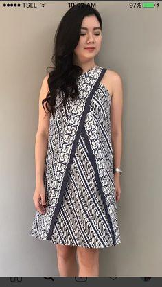 Batik Blazer, Blouse Batik, Batik Dress, Batik Fashion, Hijab Fashion, Fashion Dresses, Batik Kebaya, Simple Dresses, Traditional Dresses