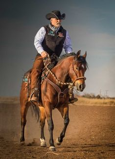 Perfecting your ranch riding transitions is key to efficient work on the ranch and earning high scores in the arena. Man On Horse, Cowboy Horse, Horse Girl, Ranch Riding, Trail Riding, Western Riding, Western Art, Cowboy Photography, Bull Riding