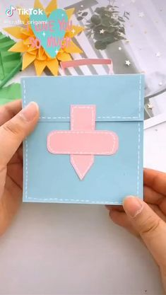 Cool Paper Crafts, Paper Crafts Origami, Diy Paper, Fun Crafts, Crafts For Kids, Diy Wallet Paper, Paper Flowers Diy, Resin Crafts, Diy Crafts Hacks