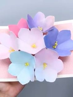 See in this video how you can make DIY cards. Nice if you want to give a creative mourning card. Paper Flowers Craft, Paper Crafts Origami, Paper Crafts For Kids, Diy Flowers, Paper Crafting, Pop Up Flowers, Diy Happy Mother's Day, Mother's Day Diy, Diy Crafts Hacks
