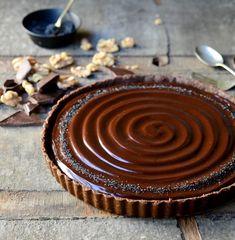No-bake-caramel-walnut-chocolate-tart 06 Cake Friday Baking Desserts and sweets No-bake caramel walnut chocolate tart Easy Desserts, Delicious Desserts, Dessert Recipes, Yummy Food, Baking Desserts, Frosting Recipes, Sweet Pie, Sweet Tarts, Tart Recipes