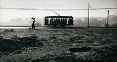 El Centro Andaluz de la Fotografía (CAF) expone, en su sede de Almería, una retrospectiva de Paco Gómez (1918-1998). Bajo el título Orden y desorden, la muestra reune 113 imágenes en blanco y negro y color del fotógrafo navarro, considerado uno de los autores más influyentes de la posguerra española y de la fotografía documental.