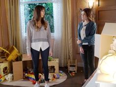 Spencer Hastings' Layered Sweater on Pretty Little Liars Watch Pretty Little Liars, Pretty Litte Liars, Pretty Little Liars Seasons, Pretty Little Liars Fashion, Fashion Tv, Fashion Outfits, Fashion Ideas, Spencer Hastings Outfits, Pll Outfits