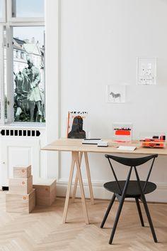 SPLIT Trestle - bukke til bord - ask/hvid alu Workspace Inspiration, Interior Inspiration, Office Table, Home Office, Nordic Living, Layout, Dining Table Design, Design Poster, Design Studio
