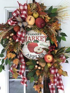 Apple Wreath Farmhouse Wreath Fall Wreath Farmers Market Wreath Wreaths for Front Door Fall Farmhouse Decor Fall Wreath for Front Door Autumn Wreaths, Holiday Wreaths, Wreath Fall, Grapevine Wreath, Thanksgiving Wreaths, Casa Halloween, Apple Wreath, Pumpkin Wreath, Apple Decorations