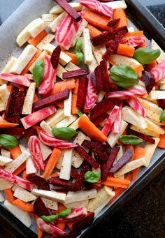 Ovnsbakte rotgrønnsaker - det beste tilbehøret til middagen! Pasta Salad, Nom Nom, Ethnic Recipes, Food, Drink, Diet, Crab Pasta Salad, Beverage, Essen