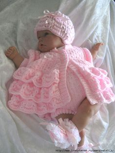 This Pin was discovered by Phy Sirdar Knitting Patterns, Baby Cardigan Knitting Pattern Free, Crochet Baby Dress Pattern, Baby Dolls, Baby Doll Clothes, Crochet Baby Clothes, Crochet Girls, Knitted Dolls, Baby Sweaters