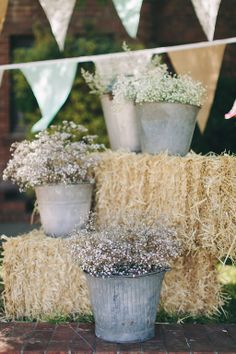 #wedding #weddingphotography #vintage #flowers #bouquet #weddingdetails #bucket #haybails #bunting #burlap