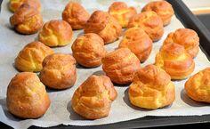 Een supermakkelijk soesjes recept voor het maken van bijvoorbeeld een croquembouche. Maar ook op een schaal staan deze soesjes prachtig!