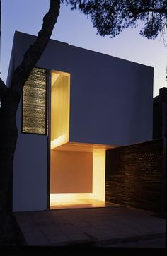 Clavel Arquitectos, Great shape and use of grill light effect.