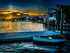 The Pamlico Rowing Club in Washington, NC, at dusk. Places Around The World, Oh The Places You'll Go, In This World, Around The Worlds, North Carolina Vacation Spots, North Carolina Homes, Beautiful World, Beautiful Places, Usa Places To Visit