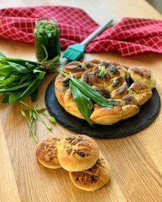 Das komplette Rezept findet ihr auf Thom's Küchen.block #pogaca #pogatsche #pogacsa #wildgarlic #bärlauch #kochkunst #kulinarik #rezeptideen #soulfood #guteküche #hausmannskost #einfacherezepte #esskultur #kochrezepte #kochen #kochenmachtspaß #diykitchen #österreichischeküche #österreichischerezepte #speisen #speisundtrank #rezeptezumnachmachen #cooking #schnelleküche #schnellerezepte #blitzrezepte #backen #backrezept #fleischlos #veggiefood #vegetarianrecipe #hungarianfood Snacks, Salmon Burgers, Camembert Cheese, Cantaloupe, Fruit, Ethnic Recipes, Food, Leek Recipes, Culinary Arts