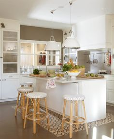 Kitchen furniture in white is always a win-win for the design of any kitchen interior - large and spacious or small, without enough light. It can be ✌Pufikhomes - source of home inspiration Open Kitchen, Kitchen Dining, Kitchen Decor, Sweet Home, Appartement Design, Bespoke Kitchens, Cuisines Design, Home And Deco, Modern Kitchen Design