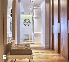 Aranżacje wnętrz - Hol / Przedpokój: apartament komandorski - emDesign home & decoration. Przeglądaj, dodawaj i zapisuj najlepsze zdjęcia, pomysły i inspiracje designerskie. W bazie mamy już prawie milion fotografii!