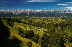 Moeciu de Jos, Brasov, Romania (by Adrian Petrisor) The Beautiful Country, Beautiful Places, Amazing Places, Visit Romania, Tourist Places, Bucharest, Historical Sites, Countryside, The Good Place
