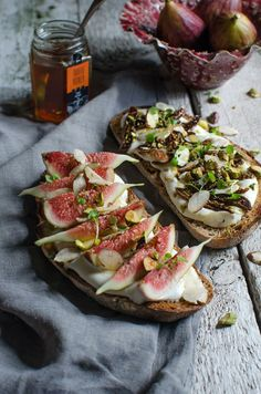 Fig, ricotta & truffle honey bruschetta (He Needs Food) Ideas Sándwich, Snacks, Appetizer Recipes, Appetizers, Food Inspiration, Love Food, Food To Make, Food Photography, Food Porn