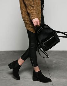 Discover this and many more items in Bershka with new products every week Backpack Outfit, Fashion Backpack, Black Leather Backpack, Leather Shoes, Fashion Bags, Womens Fashion, Cute Backpacks, Navy Shoes, Girls Bags