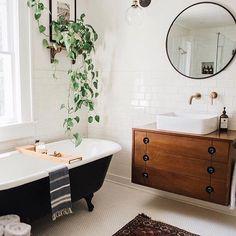 Vintage Farmhouse Kitchen Island Inspirations 1 – – Home Decor İdeas Modern Eclectic Bathroom, Modern Bathroom Decor, Bathroom Interior, Home Interior, Modern Interior Design, Design Bathroom, Bathroom Remodeling, Remodeling Ideas, Bathroom Ideas