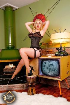 Jolee Blon http://thepinuppodcast.com features pinup models and pin up photographers