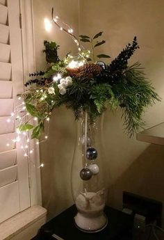 DIY Christmas Decor DIY Christmas Decor friedegunde friedegundescho Deco Think outside the Christmas tree with these dreamy DIY decor ideas for string lights nbsp hellip Easy Christmas Decorations, Christmas Arrangements, Christmas Centerpieces, Christmas Wreaths, Christmas Ornaments, Holiday Decor, Diy Christmas Vases, Wedding Centerpieces, Elegant Christmas Decor