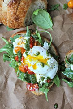 Poached Egg, Heirloom Tomato, and Burrata Toast with Basil Vinaigrette - The Secret Ingredient Is Mexican Breakfast Recipes, Homemade Breakfast, Brunch Recipes, Brunch Appetizers, Pancake Recipes, Crepe Recipes, Waffle Recipes, Brunch Ideas, Dinner Ideas