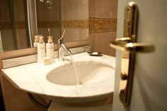 Bath detail with Pevonia products of our SPA@ligurealassio