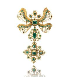 An 18th century Iberian gold and emerald pendant