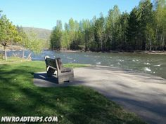 A #quiet and #awesome little spot along the #MethowRiver in #Winthrop, #Washington. #bench # #river #water #ScenicWA #PNWlove #RoadTrip #methowvalley