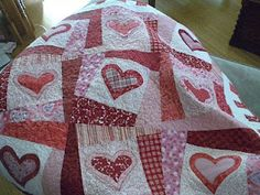 I love valentines day quilts!