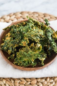 I tried to make kale chips a few years ago when a friend told me how much she swears by this simple, healthy snack. A bad oven and an impatient cook (guilty!) burned them just a little bit. Raw Food Recipes, Snack Recipes, Healthy Recipes, Jar Recipes, Freezer Recipes, Freezer Cooking, Vegetarian Recipes, Recipies, Drink Recipes