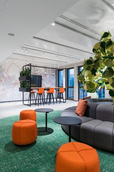 Seel Bobsin Partner recently realized the new office design for insurance company, Euler Hermes Deutschland, located in Hamburg, Germany. Fun Office Design, Workplace Design, Office Interior Design, Office Interiors, Office Decor, Cool Office Space, Lobby Interior, Office Spaces, Commercial Interior Design