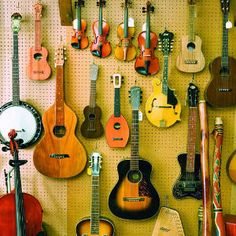 Dulcimers, banjos, sitars, tablas, harps and hundreds of other acoustic noisemakers can be found here. Don't be shy, sign up for a harmonica workshop, ukulele class, or slide guitar lessons. Antique and vintage instruments from all over the world are displayed throughout the store.