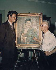 Guy Williams con Johnston McCulley con un retrato del Zorro.
